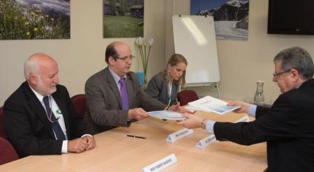 Signing of the MOU: Ambassador Sorin Ducaru, and Engineer Dušan Navrátil (NATO)